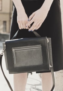 & other stories two-tone shoulder bag 4